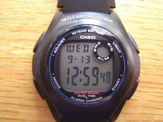 cd6df5610 V centru závodu byly nalezeny hodinky.jpg a igelitová sportovní taška Visto  sport s obsahem. Prosím majitele, aby se přihlásili.